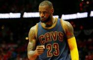 NBA 2016-17: Lebron James prende in giro Lonzo Ball e la sua tecnica di tiro nel pre gara contro i Chicago Bulls